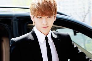 EXOs-Kris-wins-the-MVP-award-at-Lets-Go-Dream-Team-Season-2-1